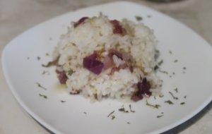 Cebolla morada con arroz blanco