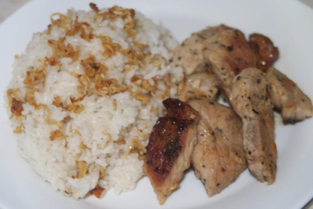 Chuletas con arroz con fideos